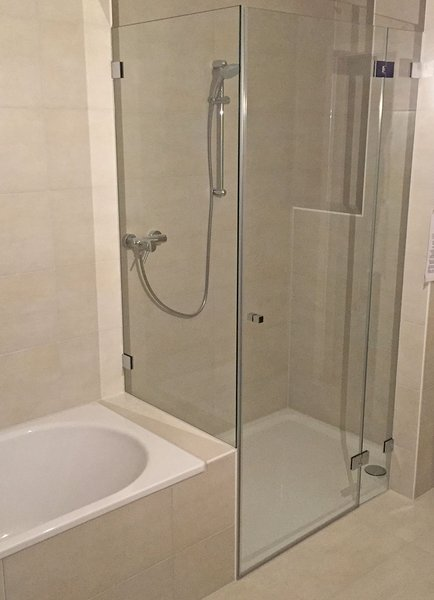 duschkabine fabulous duschkabine stuttgart x x cm mit duschtasse with duschkabine duschkabine. Black Bedroom Furniture Sets. Home Design Ideas